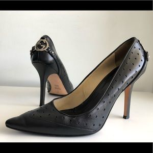 GUCCI PERFORATED LEATHER GG METALLIC LOGO PUMPS